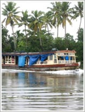 Kerala Houseboat tours, the Richest Beauty of Kerala Travel